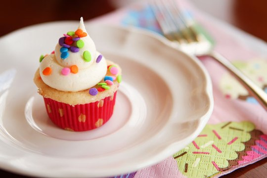 cupcake-taste-testing-and-painting-party-15