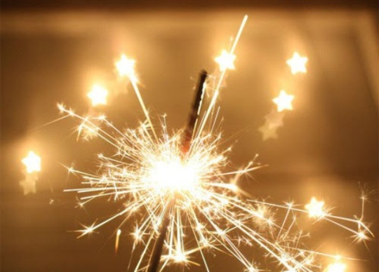 News_sparklers_fireworks_162038
