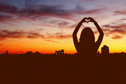 sky,girl,heart,photography,love,city-2ae3de4e09b7254be8a6e4d4e93388a0_h